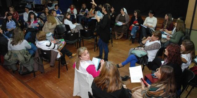 Preparan a docentes para ayudar a alumnos con dificultades de lecto-escritura