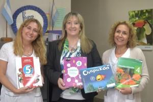 31-03-2017 DGE - Patricia Fernández, directora del nivel primario visitó una escuela de Colonia Segovia donde se hizo entrega de libros educativos.