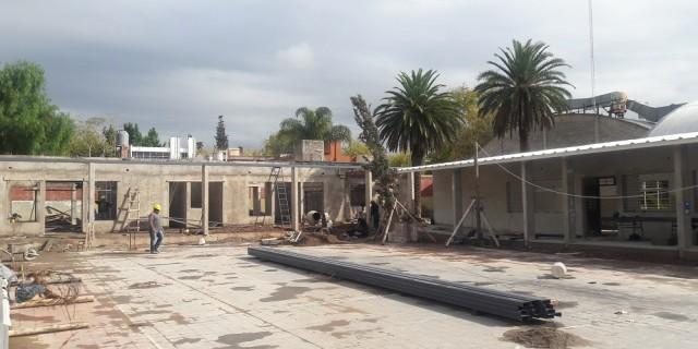 Ya está al 50% la ampliación y refuncionalización de la escuela Laprida