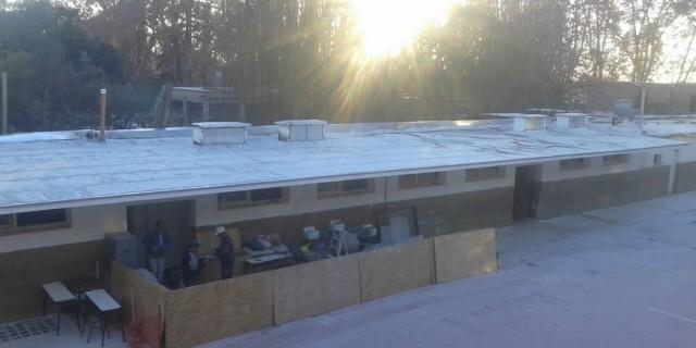 Avanzan los arreglos de techos y baños en la escuela Juan José Paso