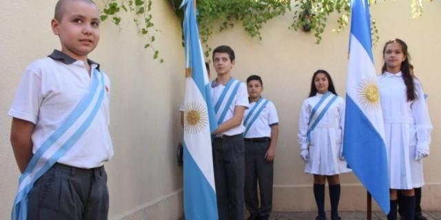 Alumno de la modalidad de domiciliaria y hospitalaria realizó la jura de la bandera en su casa