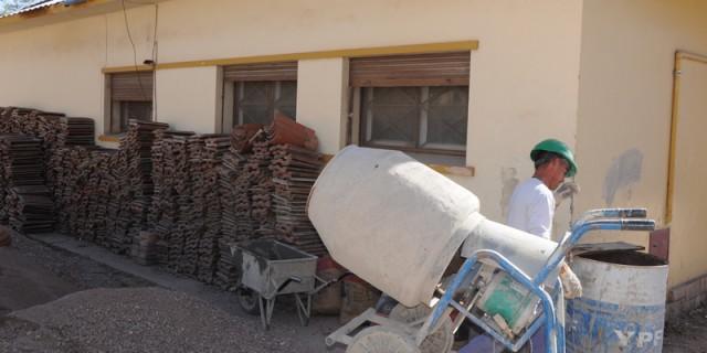 Infraestructura continúa con el recambio del techo de la Escuela Coni