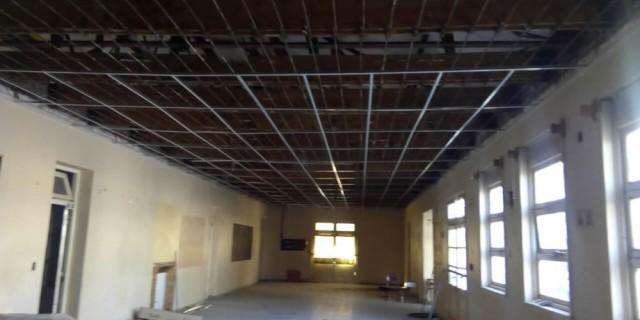 Avanza el recambio completo del techo de la escuela Neuquén