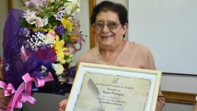 reconocimiento a la escritora y ex docente Rosa Pereyra
