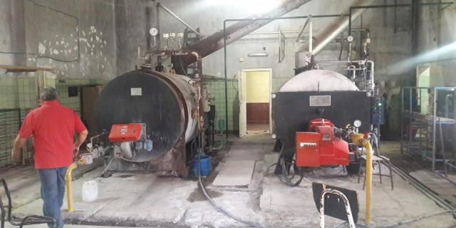 Dos empresas pugnan por la instalación de una enorme caldera en la Escuela Eva Perón