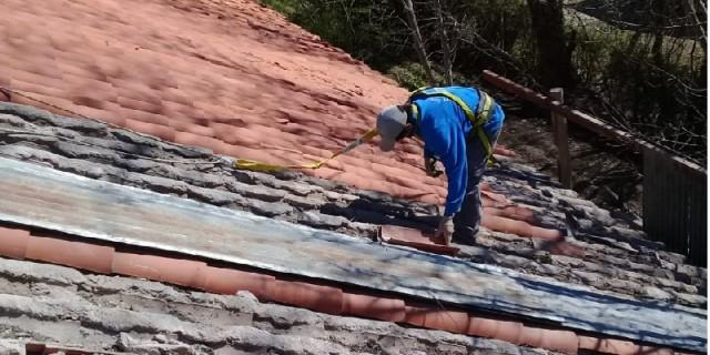 Infraestructura comenzó la reparación integral del techo de la Escuela Benjamín Terán