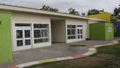 Mendoza, 10-01-20. El director General de Escuelas, José Thomas y el intendente de Guaymallén, Marcelino Iglesias, visitaron el Jardín Maternal Arroz con Leche, inaugurado en agosto de 2019.