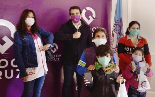 Esc. Da Vinci-Godoy Cruz_alumnos recibieron celulares_Campaña_02