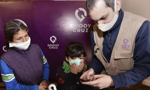 Esc. Da Vinci-Godoy Cruz_alumnos recibieron celulares_Campaña_05