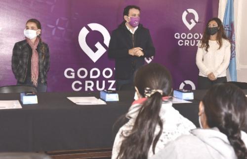 Esc. Da Vinci-Godoy Cruz_alumnos recibieron celulares_Campaña_07