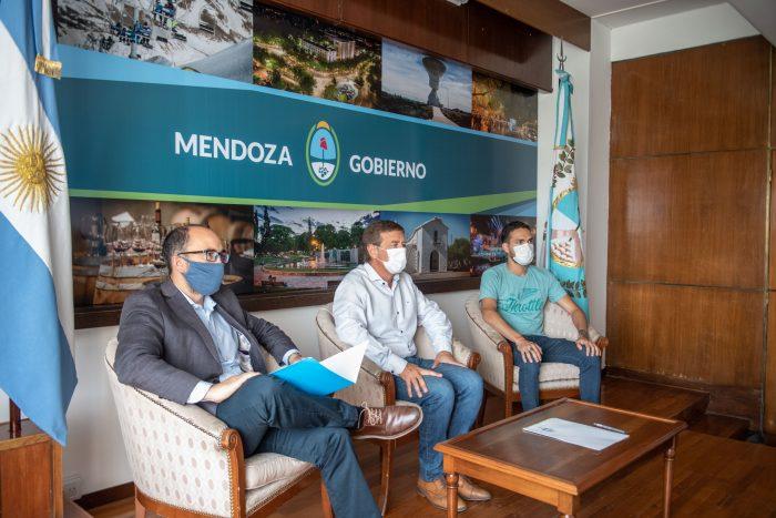 Suarez firmó un convenio con la institución Grooming Argentina_01