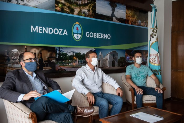 Suarez firmó un convenio con la institución Grooming Argentina_02