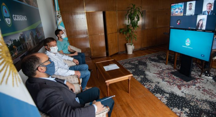 Suarez firmó un convenio con la institución Grooming Argentina_04