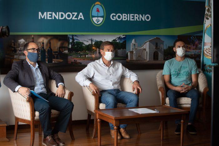 Suarez firmó un convenio con la institución Grooming Argentina_10