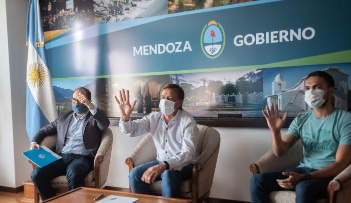 Suarez firmó un convenio con la institución Grooming Argentina_13